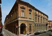 波伦亚学院