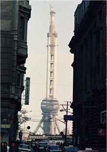 建设中的东方明珠广播电视塔