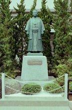 学校创始人 冲永荘兵卫像