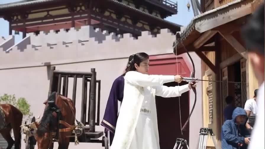 独孤皇后幕后花絮: 看起来简单的射箭动作,陈晓却NG了好多次
